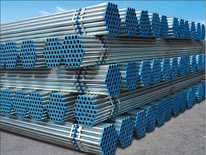 What are the usual cleaning methods for galvanized seamless pipes?